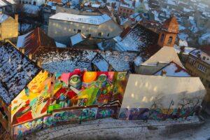 Brașov, piațeta din spatele hotelului ARO PALACE. Colaborare cu IRLO – Alex a realizat partea din stânga muralului